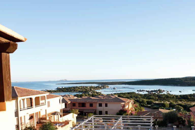 residence-baia-de-bahas-mono-veranda-panorama-1