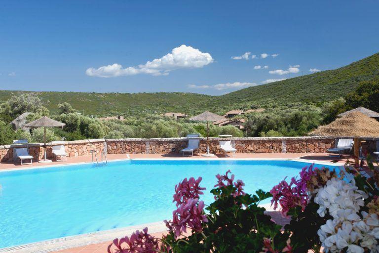 residence-baia-de-bahas-piscina-2